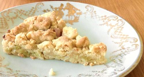 Rhabarberstreuselkuchen mit Vanille: einfach, schnell, aus nur 6 Zutaten
