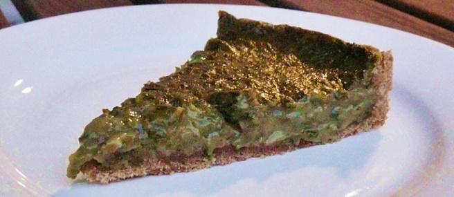 Vegane Quiche gefüllt mit Grüne Soße-Kräutern und Hafersahne
