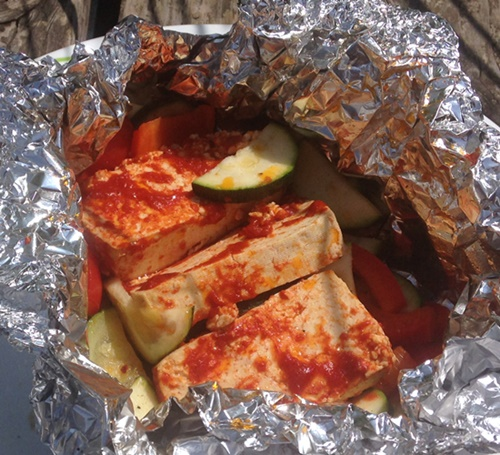 Rauchige Tomatenmarinade Tofu, Zucchini, Paprika zum Grillen