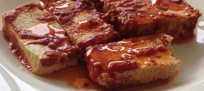 Rauchige Tomaten-Marinade zum Grillen mit Tofu