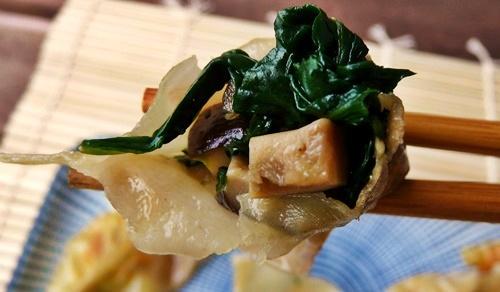 vegane Gyoza mit Spinat-Shiitake-Füllung