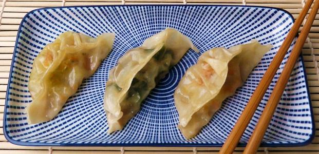 vegane Gyoza mit zweierlei Füllungen: Spinat-Shiitake und Chinakohl-Karotte