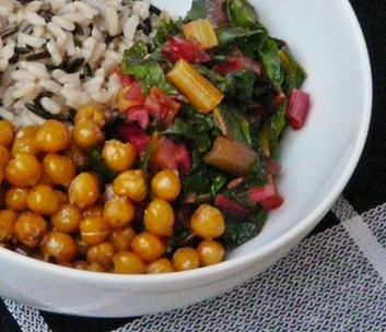 Veganes Rezept: Reisschale mit Mangold und Kichererbsen
