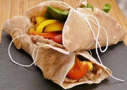 Vegane Wraps mit Mus aus Pintobohnen, Paprika und Spinat