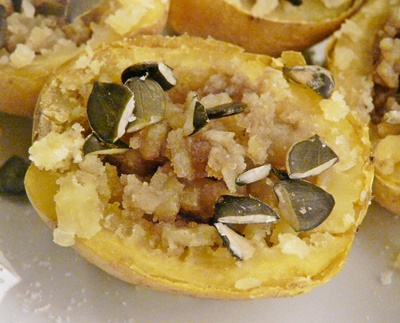 Backkartoffeln mit Kürbiskernöl und Kürbiskernen