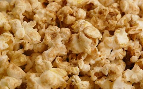 Veganes Chai-Popcorn ohne raffinierten Zucker