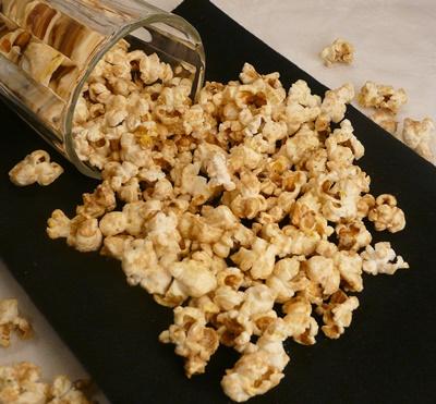Veganes Popcorn mit Chai-Gewürz und ohne raffinierten Zucker