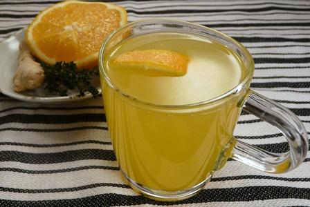 Tee zur Vorbeugung gegen Erkältung mit Thymian, Ingwer und Orange