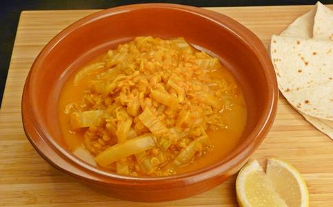 Einfaches, veganes Curry mit Chinakohl und roten Linsen