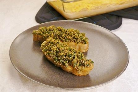 vegane Steaks aus Seitan mit einer gebackenen Haube aus Vollkorn-Semmelbröseln und glatter Petersilie