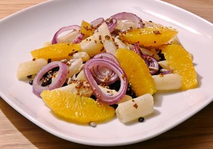 Veganer, warmer Salat: Schwarzwurzeln und Zwiebeln aus dem Ofen, Belugalinsen, Orange, fruchtiges Dressing mit Senf